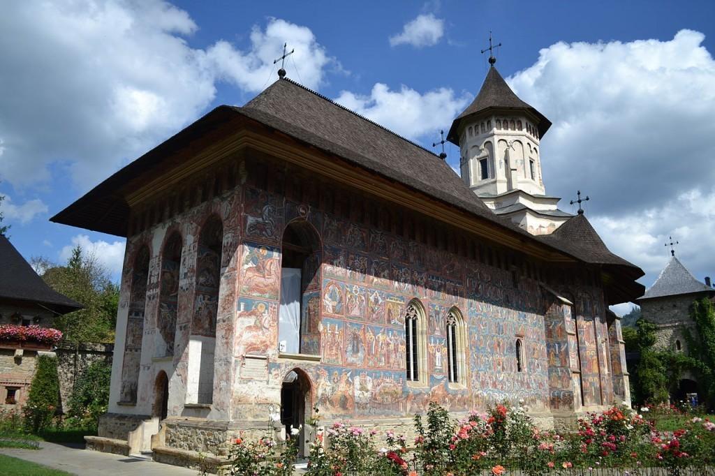 Biserica_din_incinta_Manastirii_Moldovita-1024x682-1024x682